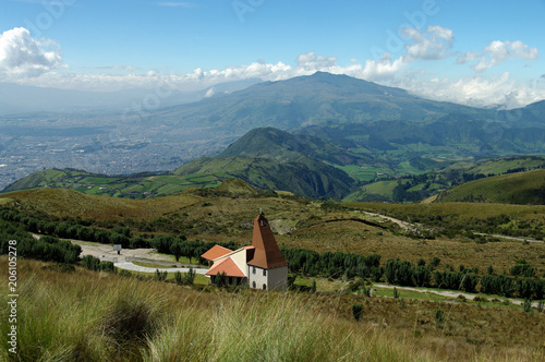 Fotobehang Blauw Église au-dessus de Quito