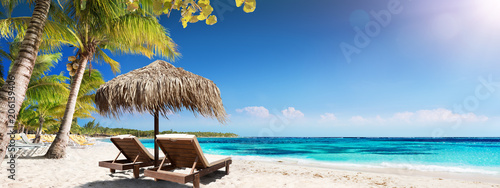 Leinwanddruck Bild Caribbean Palm Beach With Wooden Chairs And Straw Umbrella - Idyllic Island