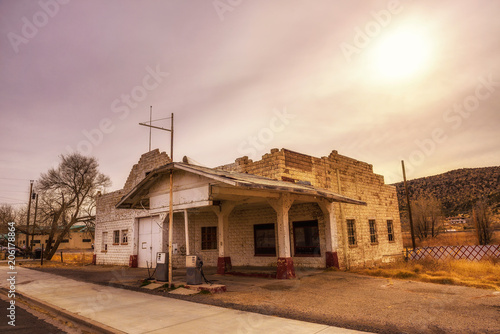 Fotobehang Route 66 Abandoned gas station on historic Route 66 in Arizona
