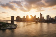 Leinwanddruck Bild - New-York skyline and Brooklyn bridge at sunset