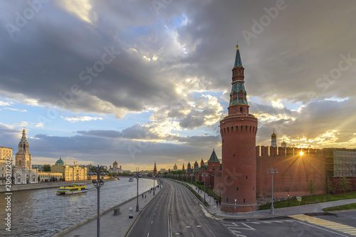Fotobehang Moskou Moscow sunset city skyline at Kremlin Palace Red Square and Moscow River, Moscow, Russia