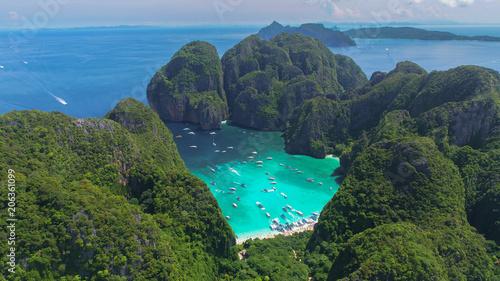 Foto Murales Aerial view of iconic tropical Maya Bay,Phi Phi islands, Thailand