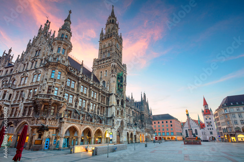 Leinwanddruck Bild Munich. Cityscape image of Marien Square in Munich, Germany during twilight blue hour.