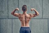 Rückansicht eines Bodybuilders