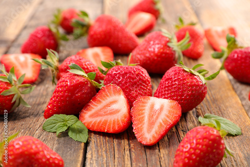 heap of strawberry - 206480029