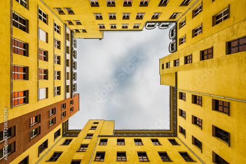 Leinwanddruck Bild Inner Courtyard of Berlin appartment building