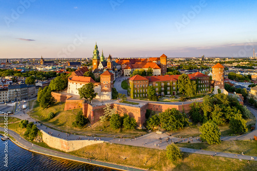 Canvas Krakau Poland. Krakow skyline with Wawel Hill, Cathedral, Royal Wawel Castle, defensive walls,Vistula riverbank, park, promenade, walking people. Old city in the background