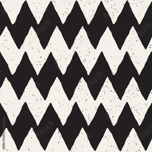 Hand drawn abstract seamless pattern in black and white. Retro grunge freehand jagged lines texture. - 206596606