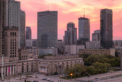 Panorama miasta o zachodzie słońca. Warszawa, Polska.