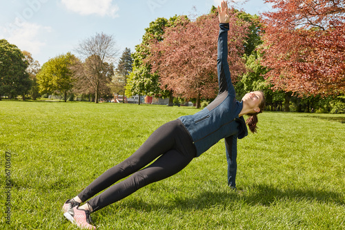 Plakat Woman making yoga at the park