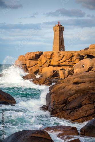 Fotobehang Vuurtoren Ploumanach lighthouse, Saint-Guirec, Bretagne, France