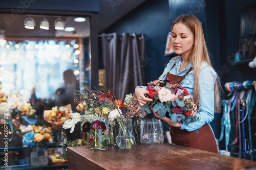 Foto Murales Young florist with a bouquet of flowers