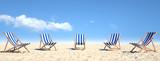 Viele Strandstühle auf Sand am Strand - 206803413