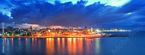 Aluminium Havana Panoramic View of Havana city and bay at night fell