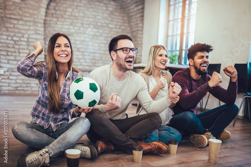 Aluminium Voetbal Happy friends or football fans watching soccer on tv and celebrating victory. Friendship, sports and entertainment concept.
