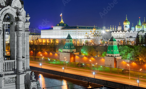 Fotobehang Moskou View of the Moscow Kremlin and the embankment. Towers of the Kremlin ( Taynitskaya Tower, First Unnamed Tower) and the Great Kremlin Palace