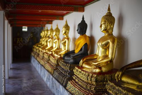 Aluminium Boeddha Buddha statues in a row at Wat Pho, Bangkok Thailand