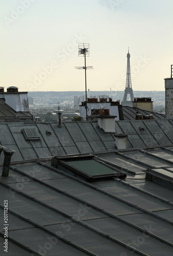 Canvas Eiffeltoren View over Paris rooftops with the Eiffel tower in the background