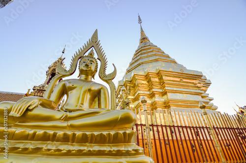 Fotobehang Thailand Golden buddha,wat phra that doi suthep temple, Chiang mai, Thailand