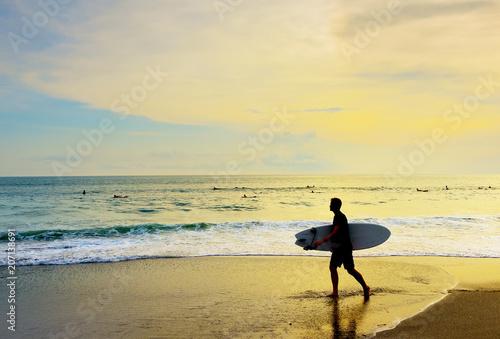 Plexiglas Bali Surfer walking surfboard tropical beach