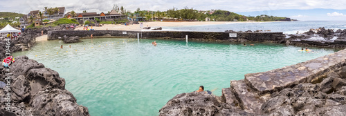 Panorama de la piscine naturelle d'eau de mer de Boucan Canot, île de la Réunion