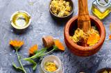 Fresh and dried calendula flowers - 207160662