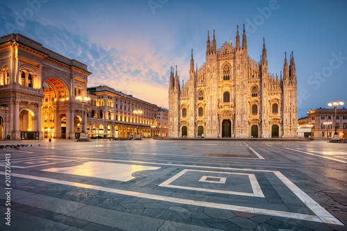 Canvas Milan Milan. Cityscape image of Milan, Italy with Milan Cathedral during sunrise.
