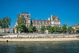 This building is housing the City of Paris's administration. - 207296004