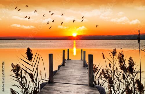 Foto Murales atardecer sobre el embarcadero de madera del lago