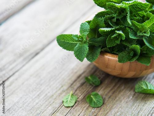 Leinwanddruck Bild Fresh mint in a bowl