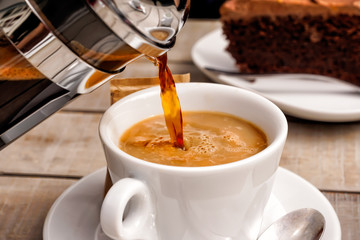 Kaffee und Kuchen, Kaffetasse und Schokoladenkuchen © Bumann