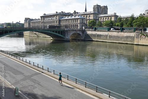 Fotobehang Hardlopen Jogging au bord de la Seine à Paris, France
