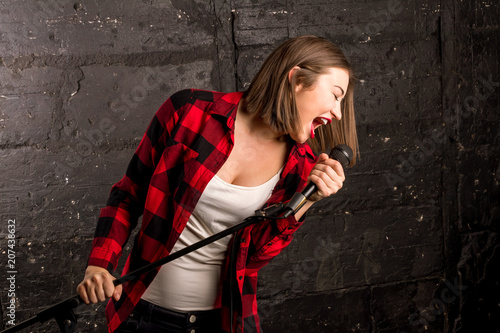 Fototapeta girl singing into the microphone
