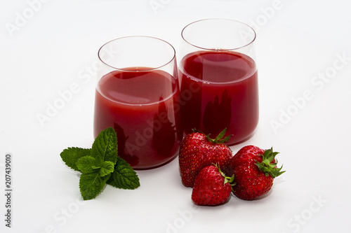 Fotobehang Sap Two glasses with juice, strawberry and mint on a white background.