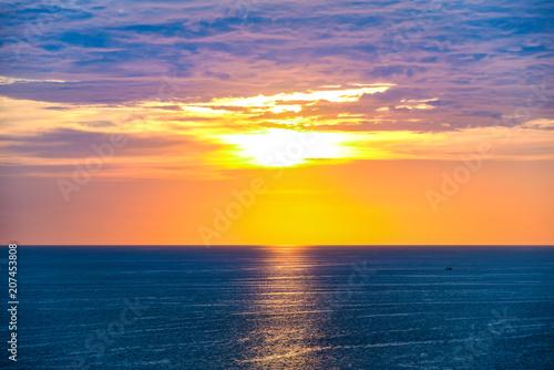 Aluminium Nachtblauw panorama view of blue sea with sunset