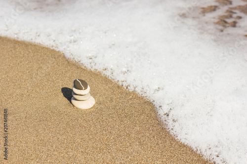 Fotobehang Zen Stenen Balanced several Zen stones on beautiful the beach background