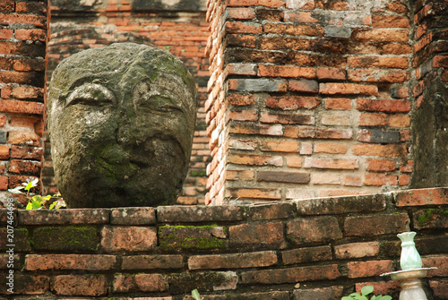 Fotobehang Boeddha Stone Buddha Head