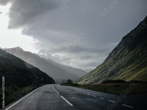 Plexiglas Zwart Road trip in Scotland