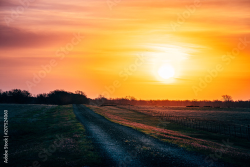Aluminium Meloen Old Road At Sunrise