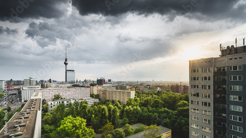 Fotobehang Berlijn Himmel über dem Berliner Fernsehturm
