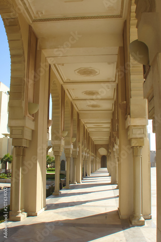 Aluminium Marokko colonnade in the courtyard of the mosque, light-coloured marble, Casablanca, Morocco