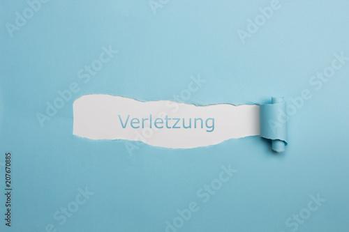 canvas print picture Schrift Verletzung auf gerissenen Papier