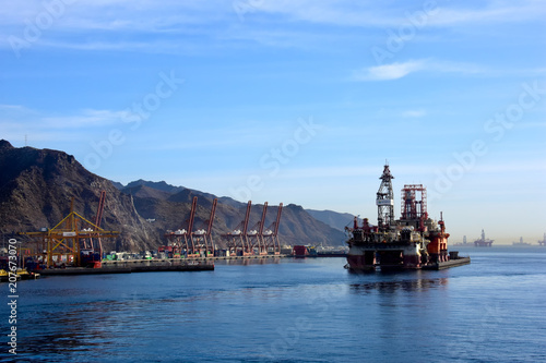 Fotobehang Canarische Eilanden Oil Drilling platform at Tenerife, Canary Islands