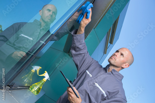 Foto Murales window cleaner works on high rise building