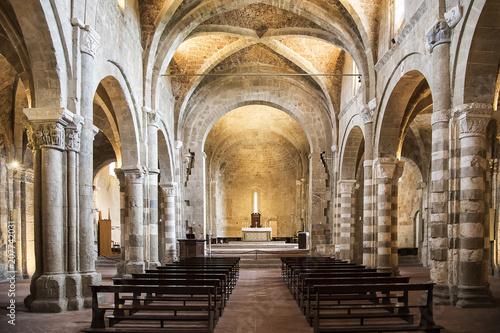 Canvas Toscane Cattedrale romanica di Sovana, in Toscana - Italia