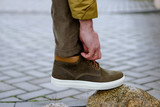 Men corrects shoelaces - 207748606
