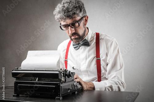 Leinwanddruck Bild Man using a typewriter