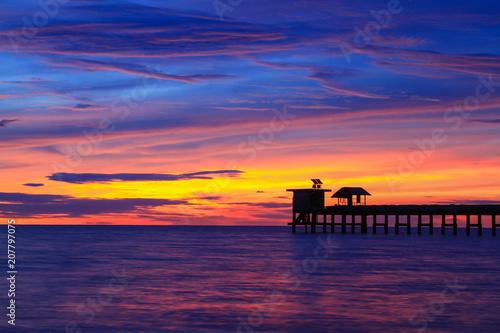 Fotobehang Zee zonsondergang Beautiful sky at twilight time