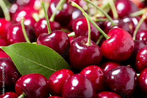 Foto Murales fresh cherries with leaves