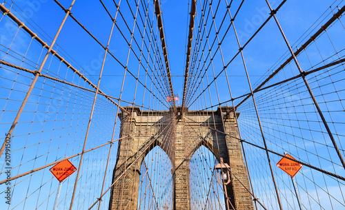 Aluminium Brooklyn Bridge brooklyn bridge and modern patterns against blue sky in Manhattan, Ney York